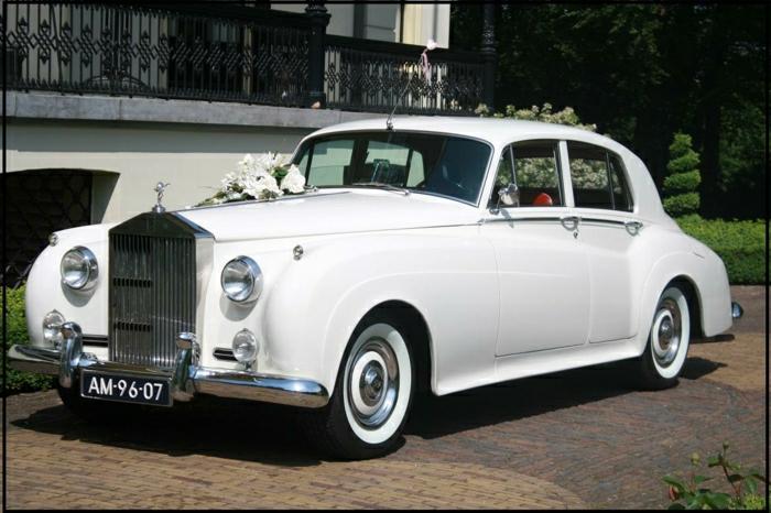 vintage-auto-weiß-und-hochzeits-feier-resized