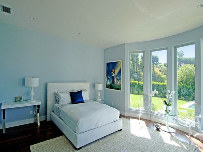 was denken sie ber die wandfarbe blau. Black Bedroom Furniture Sets. Home Design Ideas