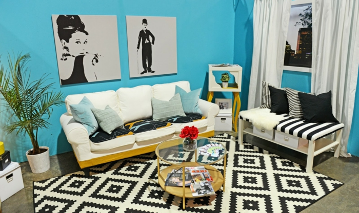 wandfarbe-blau-kreativer-teppich-weiß-und-schwarz