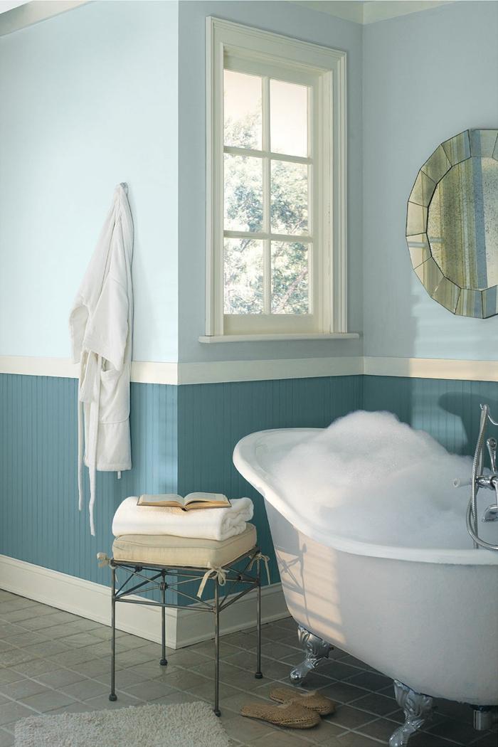 wandfarbe-blau-traditionelles-modell-badezimmer