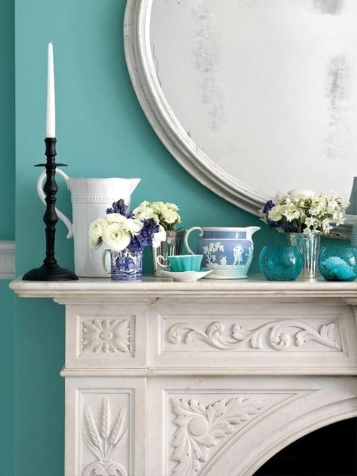 Wandfarbe Blau Weißer Kamin Im Wohnzimmer