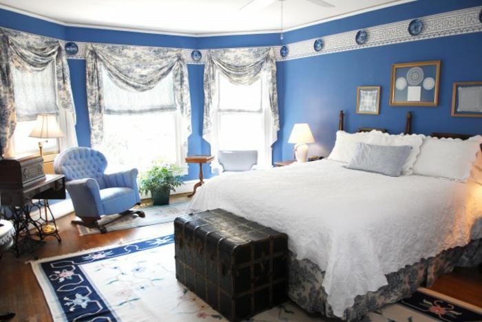 wandfarbe-blau-wunderschönes-elegantes-schlafzimmer