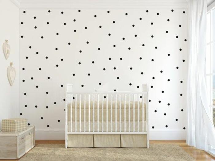 wandtattoos-kinderzimmer-Babyzimmer-schwarze-Polka-Dots-weiße-Wand