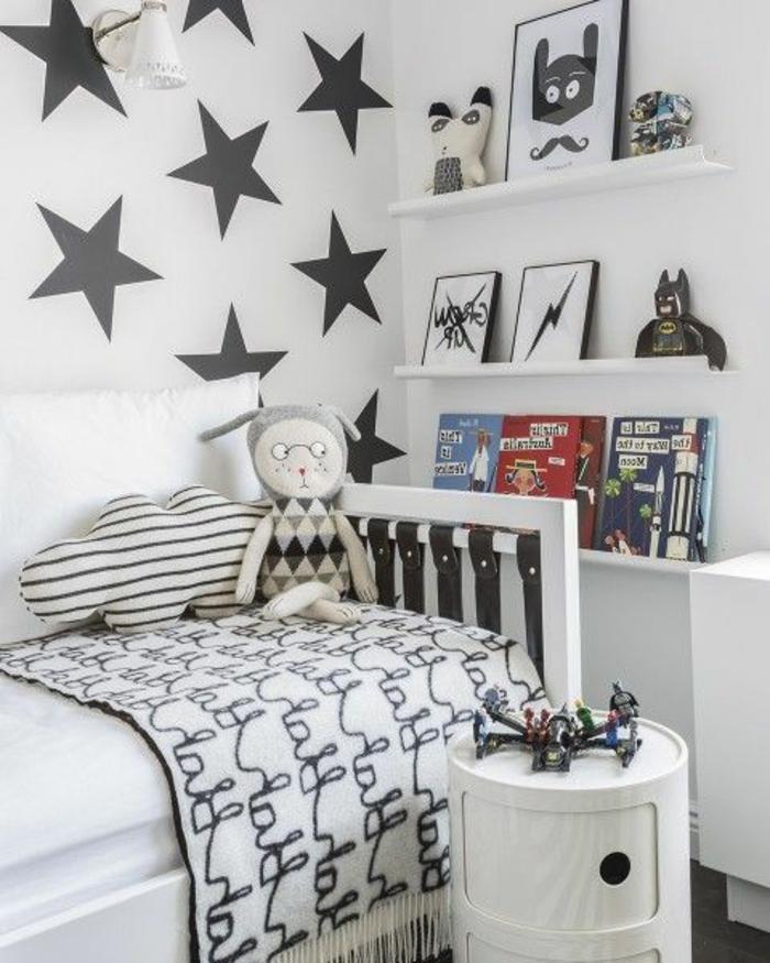 wandtattoos-kinderzimmer-graue-Sterne-weiße-Wand