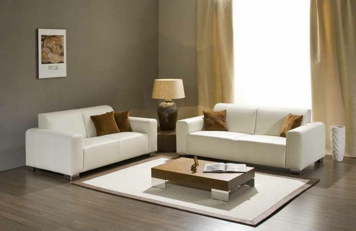 wanfarben-kombinationen-zwei-weiße-sofas
