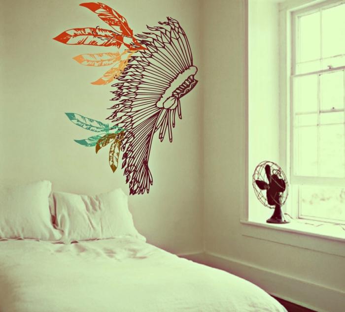 weiße-Schlafzimmer-Gestaltung-minimalistisches-Interieur-Wandtattoo-Indianer-Boho-Stil