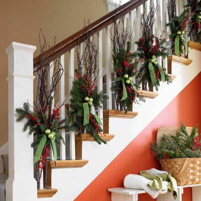 weihnachtliche-Dekoration-Erlenzweige-Bänder-kokett-gemütlich
