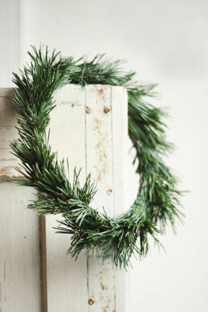 weihnachtliche-Dekoration-Kranz-Erlenzweige