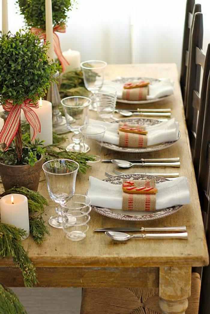 weihnachtliche-Tischdeko-Erlenzweige-Gläser-Topfpflanzen-Bänder
