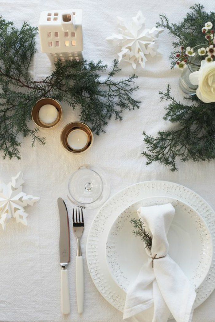 weihnachtliche-Dekoration-Tischdeko-Erlenzweige-Kerzen