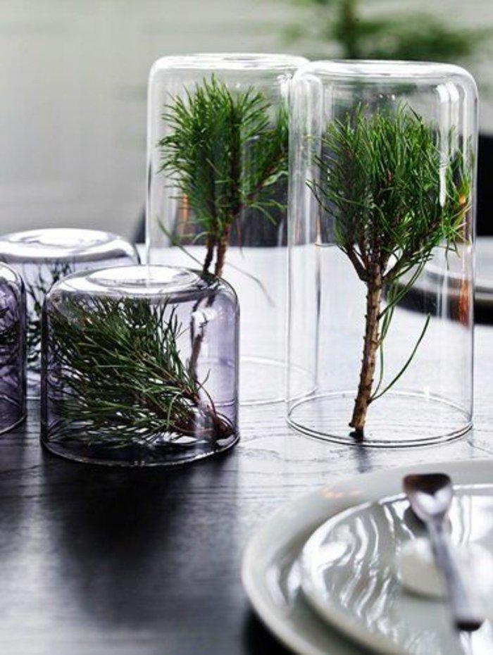 weihnachtliche-Tischdeko-Glas-Erlenzweige-sympatisch-schlicht