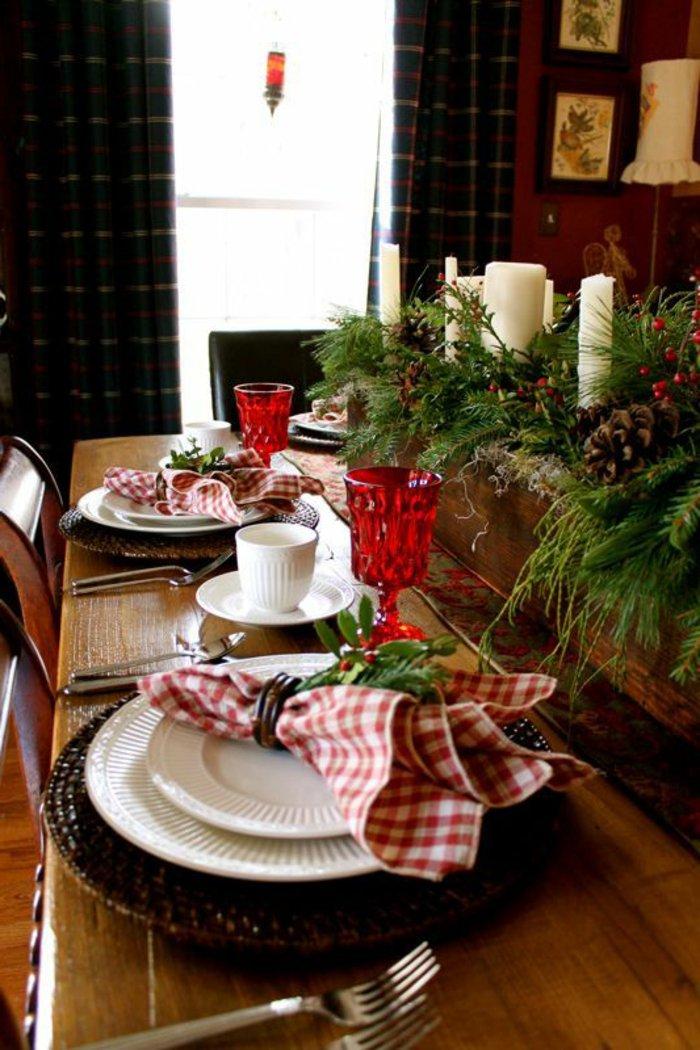 weihnachtliche-Tischdeko-elegant-exquisit-Erlenzweige-Zapfen
