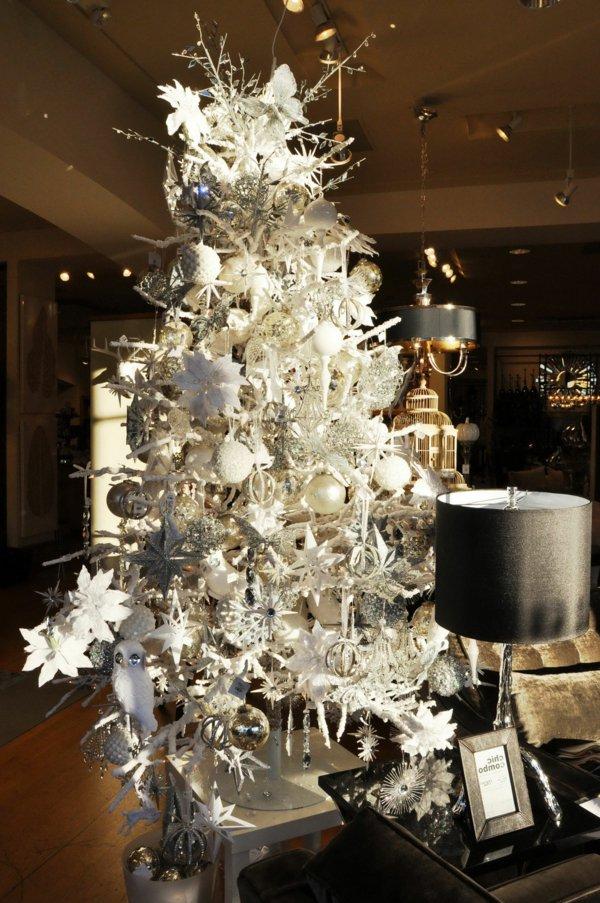 weihnachtsbaum-künstlich-weiss-wunderschöne-Dekoration