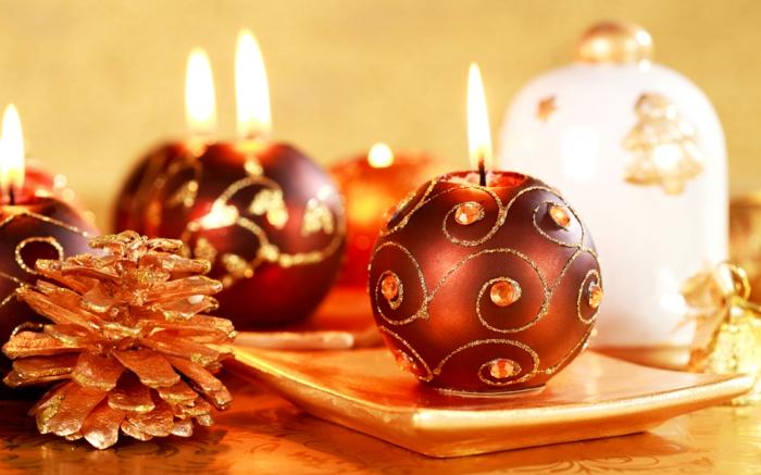 weihnachtsdeko-basteln-Tischdekoration-Kerzen-selber-machen