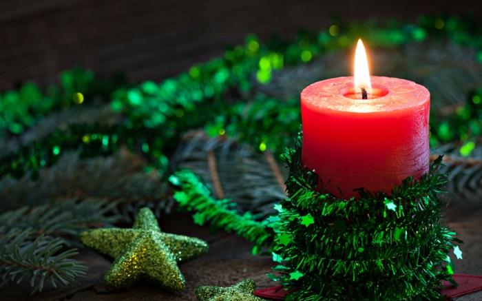 weihnachtsdeko-basteln-rote-Kerze-grüne-Stern-Girlande