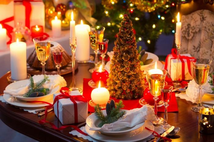 weihnachtsdekoration-ideen-fantastische-Tischdekoration-Weingläser-Kerzen