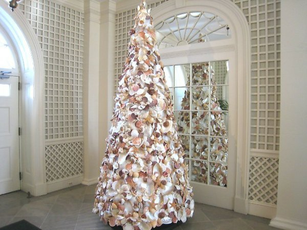 weisser-tannenbaum-Muscheln-Dekoration-extravagante-Idee