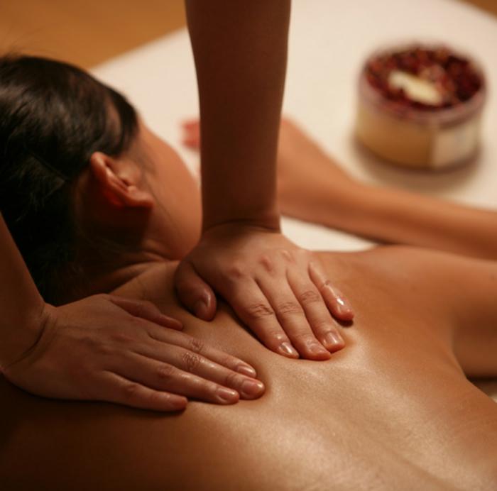 wellness -wochenende-massage-machen-herrliches-foto