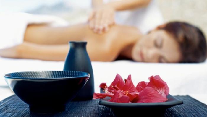 wellness -wochenende-massage-machen-schönes-foto