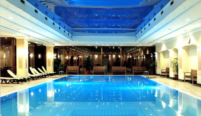 wellness- wochenende-modernes-und-luxuriöses-hotel