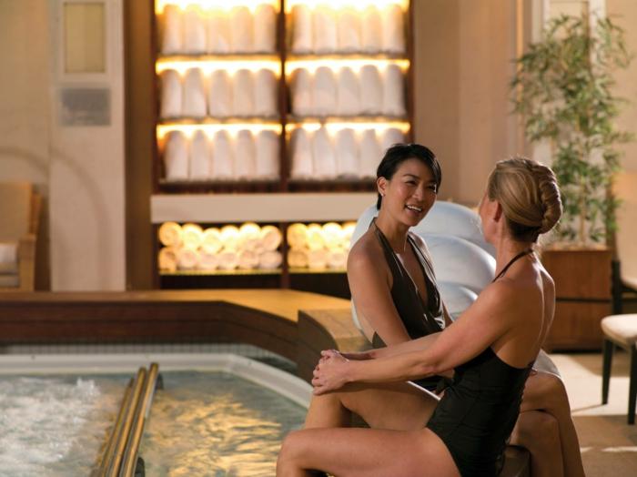 wellness-wochenende-tolles-design-von-pool