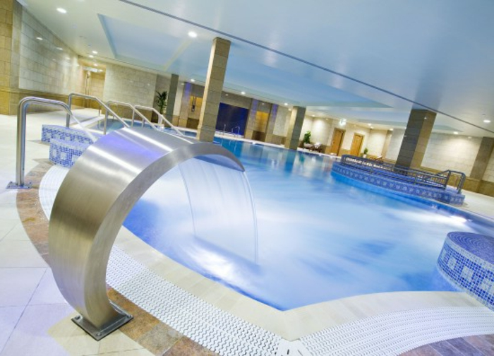 wellness-wochenende-unikaler-pool