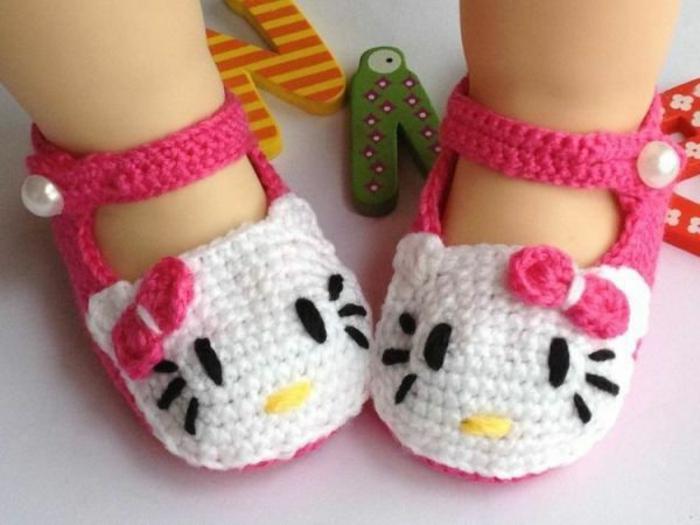 wunderschöne-Hello-Kitty-rosa-weiße-Hausschuhe-Kinder-Modell