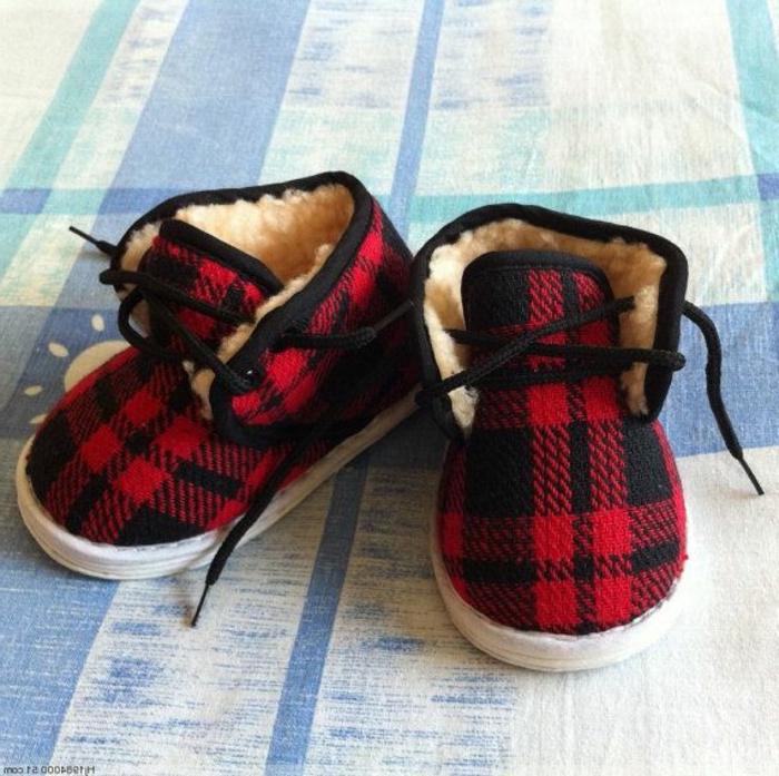 wunderschöne-kinderschuhe-kariertes-Muster-rot-schwarz