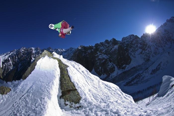 wunderschöne-schneehöhen-snowboard-wallpaper
