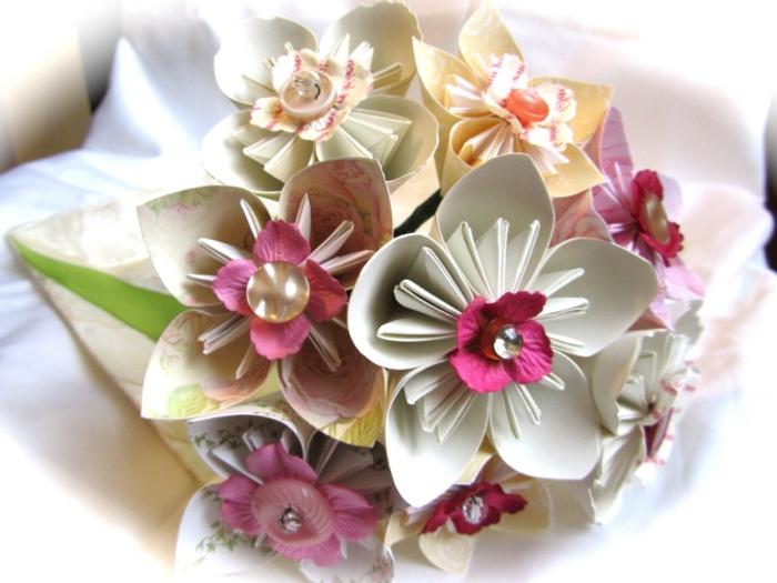 wunderschöner-origami-Hochzeitsstrauß-Papierblumen-romantisch-kreativ