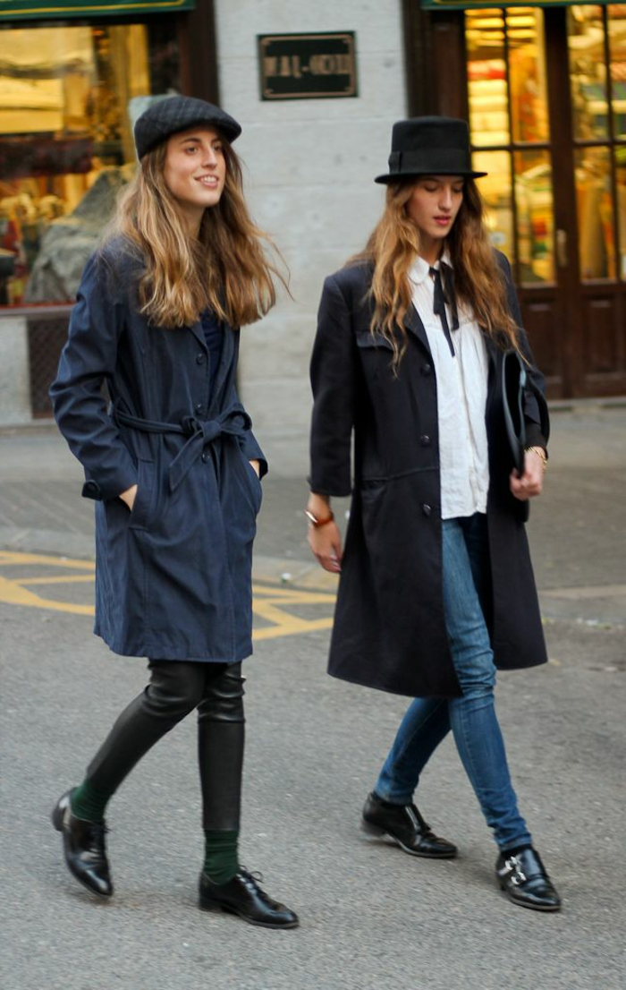 zwei-Mädchen-französische-Mütze-schick-moderne-Outfits