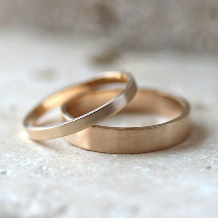 04-feines-Modell-Eheringe-gold-reine-runde-Form