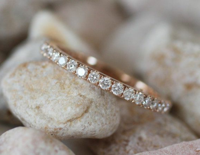 11-zärtliches-Modell-Ehering-Frauen-Diamanten
