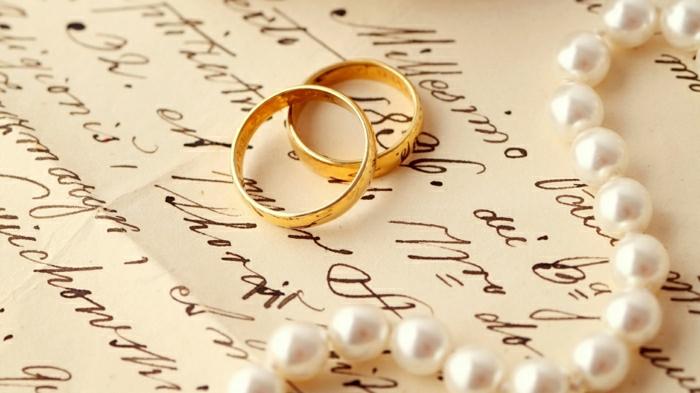 16-goldene-trauringe-Paar-Mann-Frau-Perlen