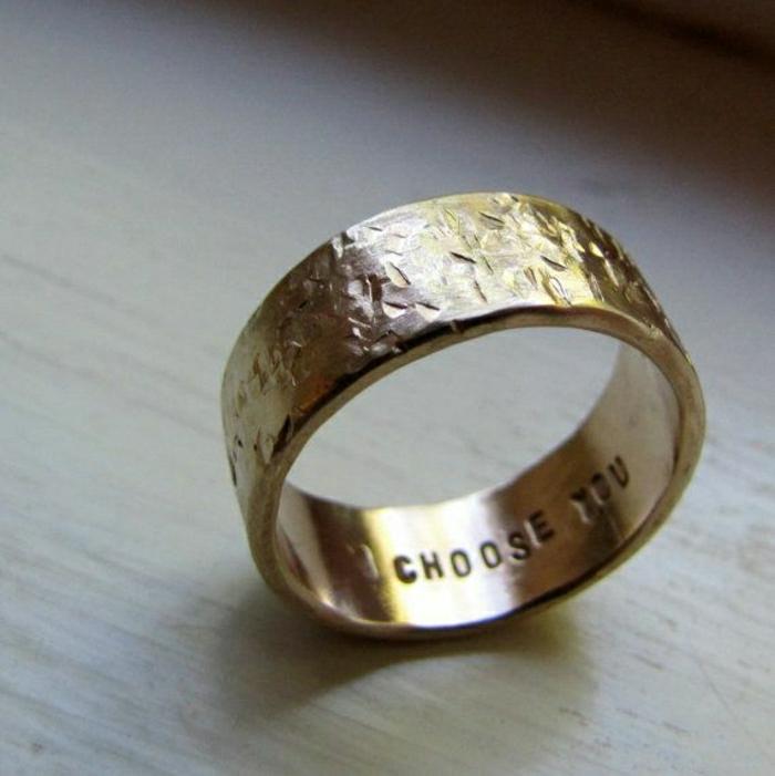 17-Ehering-gravierte-Liebeserklärung-romantische-Botschaft
