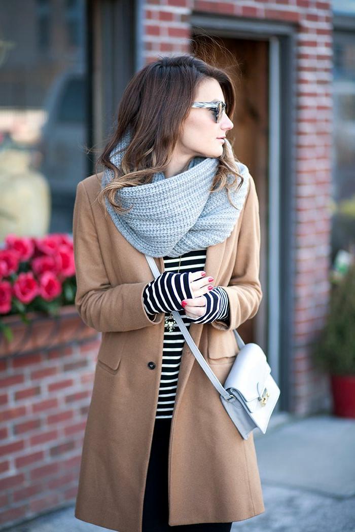 2015-Mode-Tendenz-Mantel-Cappuccino-Farbe-Bluse-Streifen-Schlauchschal-graue-Tasche