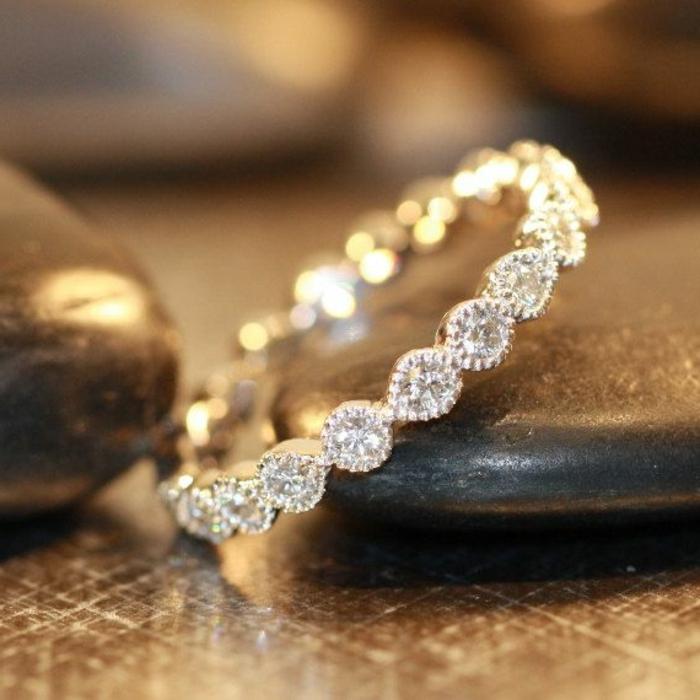 23-feines-Modell-Ehering-Frau-weibliches-Modell-Diamanten
