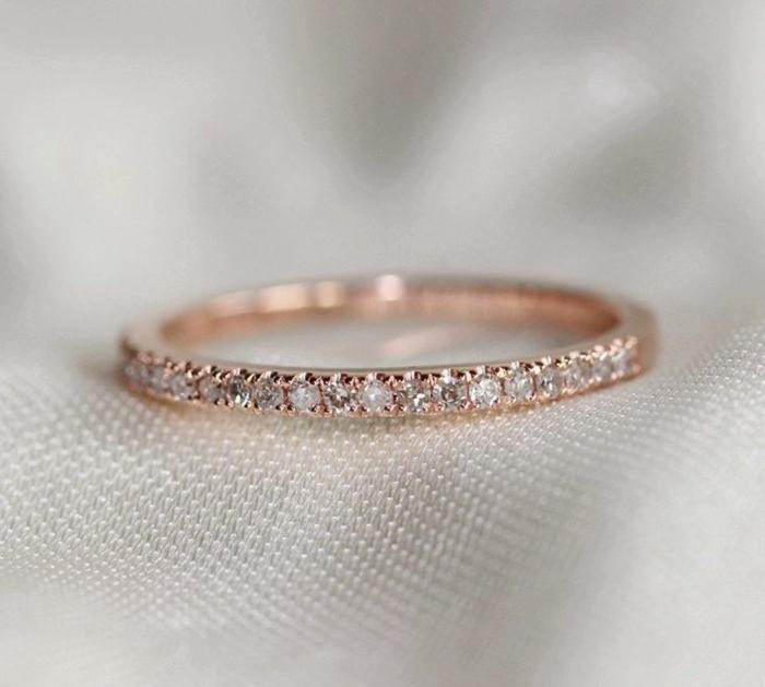 24-stilvolles-Modell-Ehering-Frau-Diamanten