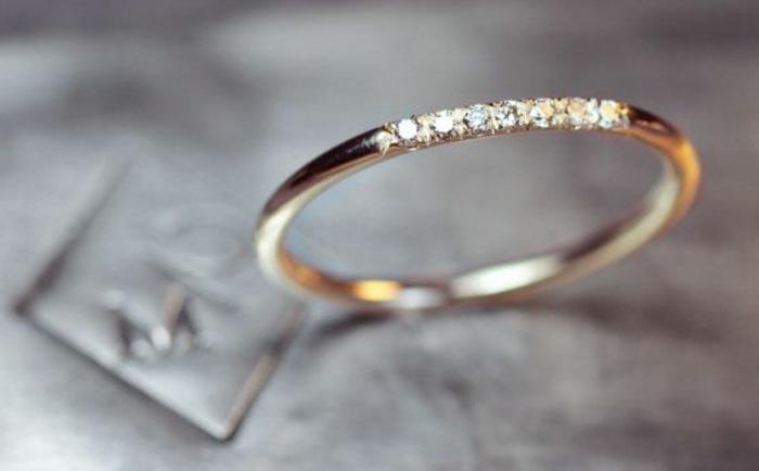 42-stilvolles-Modell-goldener-Ehering-Frau-Diamanten-Dekoration