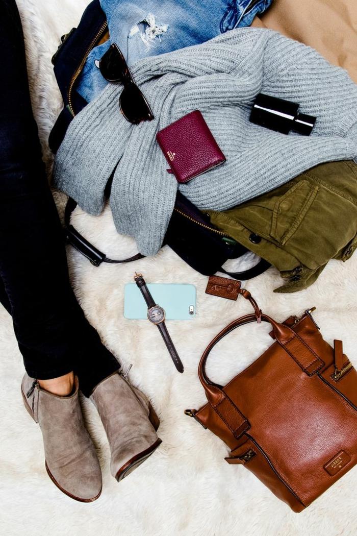 Alltag-Kleidung-stilvolle-Accessoires-Geldtasche-weinrote-Farbe