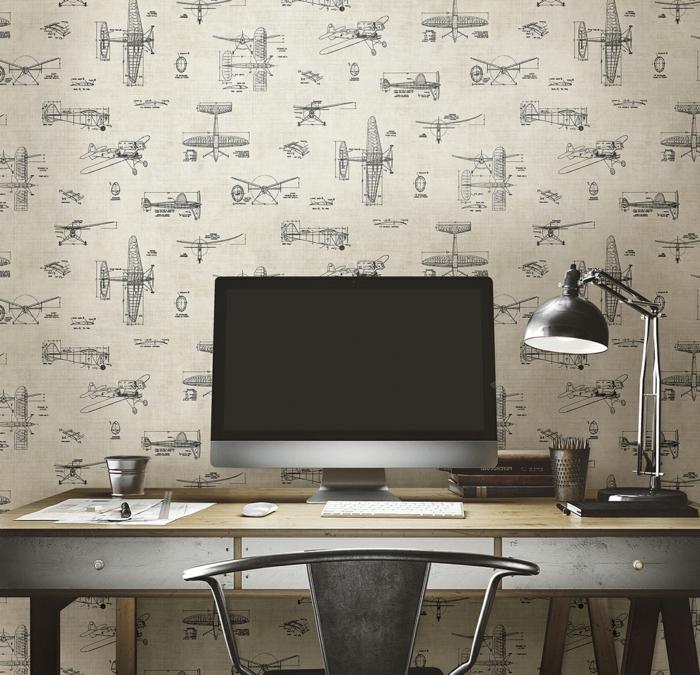 Arbeitszimmer-Schreibtisch-Leselampe-vintage-Tapete-mit-schönem-Flugzeug-Muster