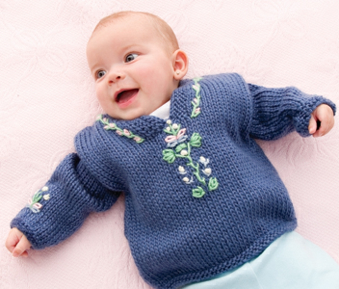 Baby-Pullover-stricken-in-blau-ornamenten