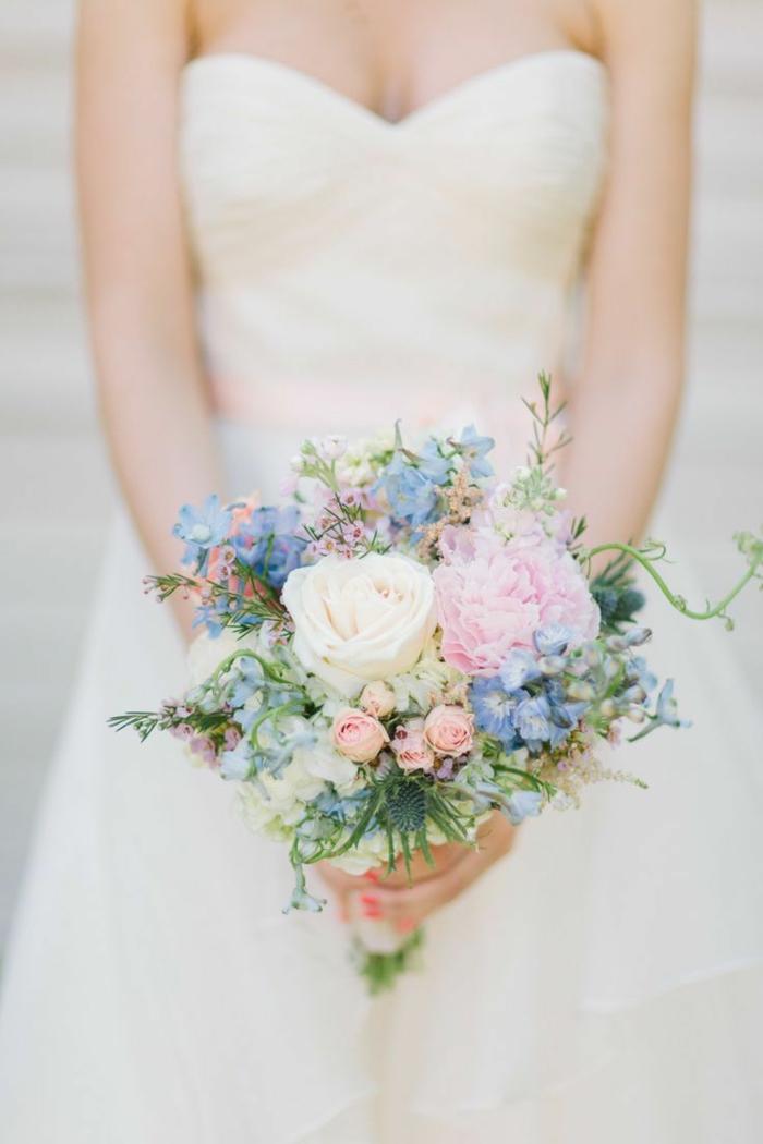 Brautstrauß-Frühlingsblumen-rosa-lila-Nuancen