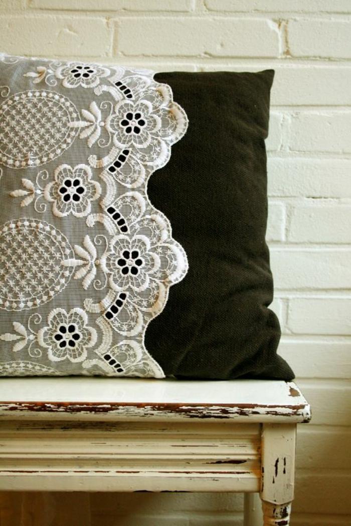 DIY-Idee-für-Kissenbezug-mit-Spitze