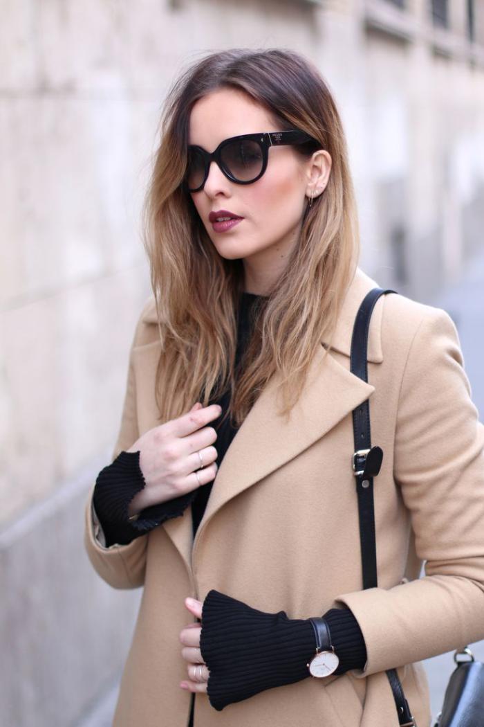 Damen-Mantel-Karamell-Farbe-Sonnenbrille-stilvoll-elegant