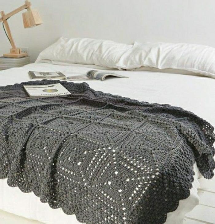 Decken-häkeln-Tagesdecke-grau--resized