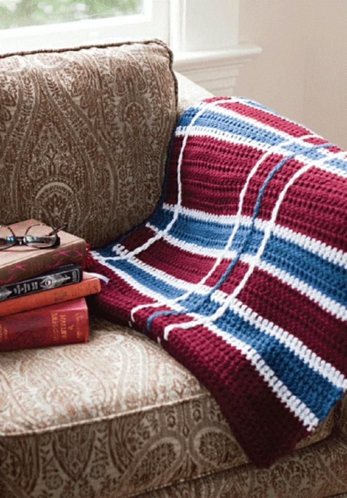 Decken-häkeln-auf-couch-resized