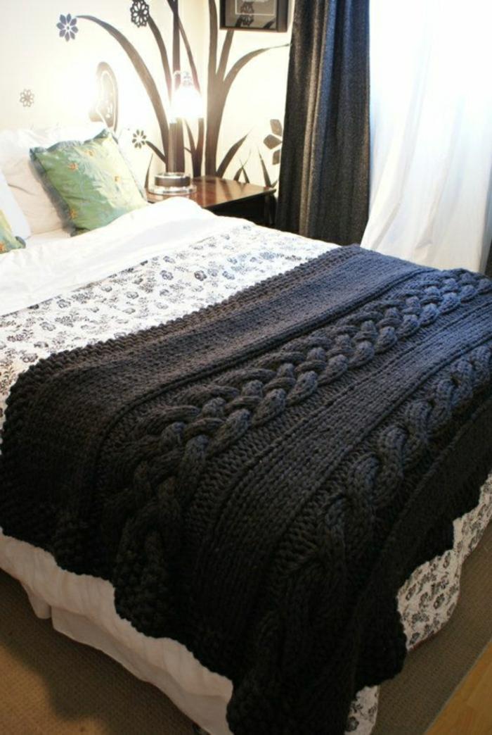 Decken-häkeln-auf-dem-bett-nur-eine-farbe-resized