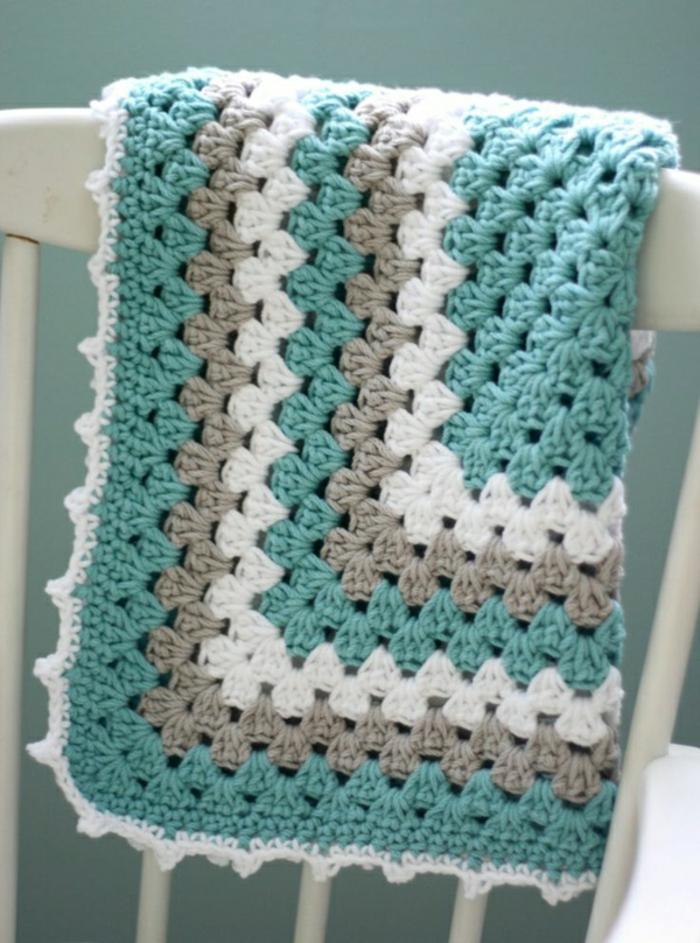 Decken-häkeln-auf-dem-stuhl-resized