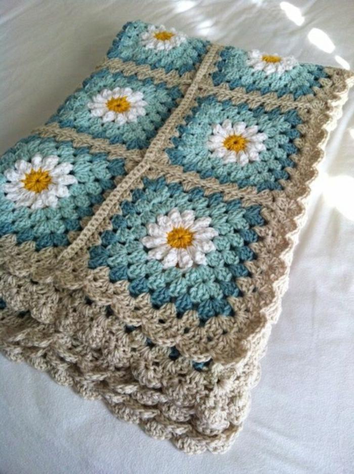 Decken-häkeln-gru-weiße-blumen-resized